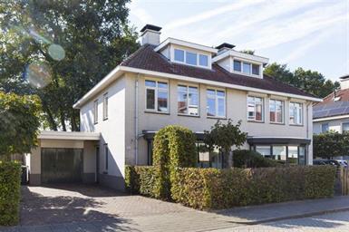 Kamer in Apeldoorn, De Wintereik op Kamernet.nl: Statig en robuust gebouwd HALFVRIJSTAAND HERENHUIS