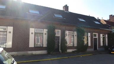 Kamer in Eindhoven, Stuiverstraat op Kamernet.nl: Gemeubileerde kamer met eigen wastafel,