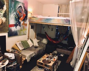Kamer in Enschede, Paulus Moreelsestraat op Kamernet.nl: Grote kamer in grootste studentenhuis van Enschede