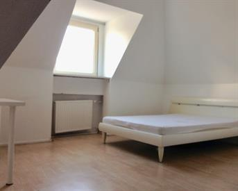 Kamer in Schiedam, Voltastraat op Kamernet.nl: Large furnished room close to center