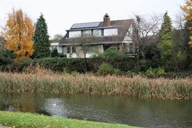 Kamer in Bergen op Zoom, Wilgenhof op Kamernet.nl: Riante luxe vrijstaande villa met 3 badkamers