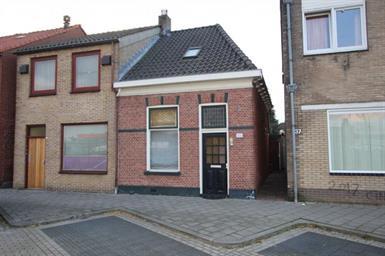 Kamer in Almelo, Ambtstraat op Kamernet.nl: Gelegen in Almelo ligt deze fraaie woning