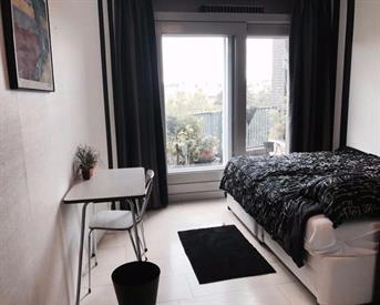 Kamer in Amsterdam, Slotermeerlaan op Kamernet.nl: Privé douche  en toilet plus kamer