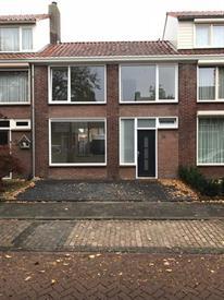 Kamer in Vlijmen, Oranjelaan op Kamernet.nl: VOLLEDIG NIEUW GERENOVEERDE EENGEZINSWONING