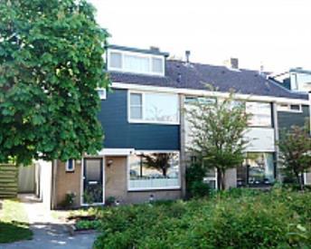 Kamer in Nijkerk, Van Oldenbarneveltstraat op Kamernet.nl: grote kamer met vaste wastafel nabij station