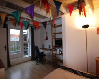 Kamer in Amsterdam, Bonairestraat op Kamernet.nl: Eigen verdieping met privé badkamer en dakterras