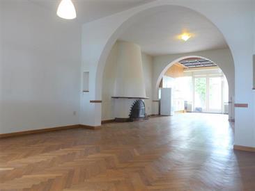 Kamer in Maastricht, Franciscus Romanusweg op Kamernet.nl: Zeer ruim appartement gelegen op de begane grond.